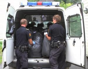Her laster politiet inn deler av beslaget