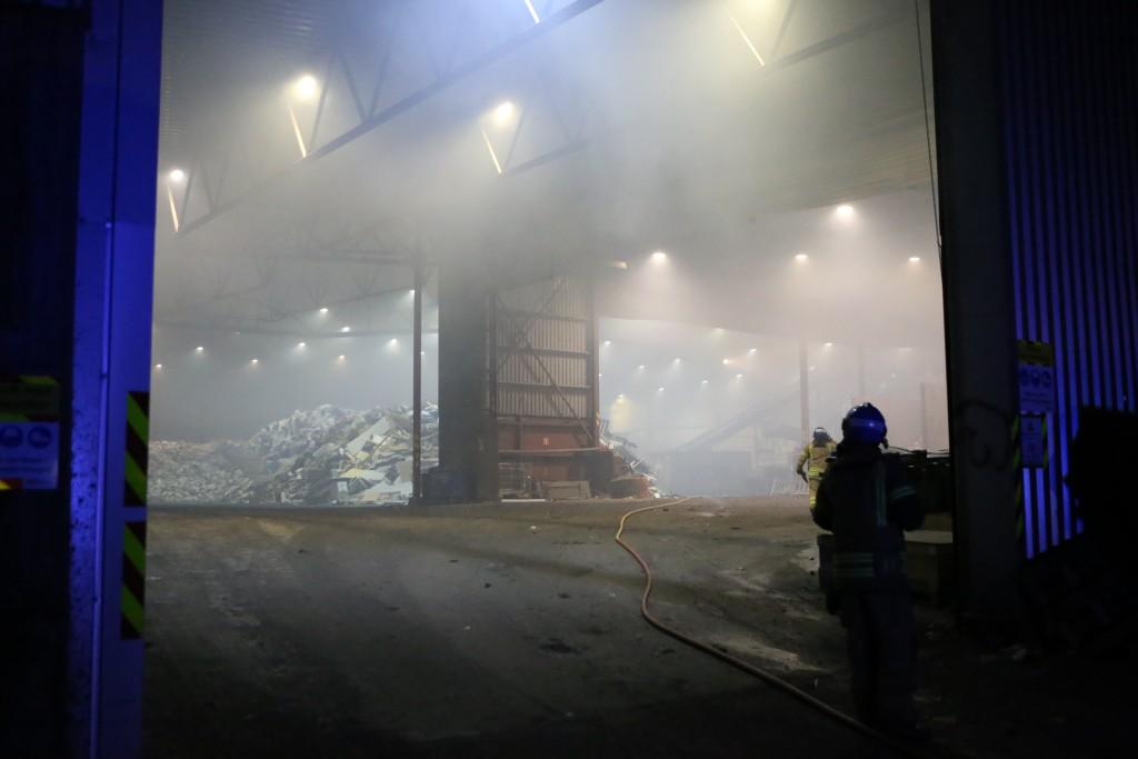 Det samlet seg mye røyk og en arbeider ble sjekket av helse