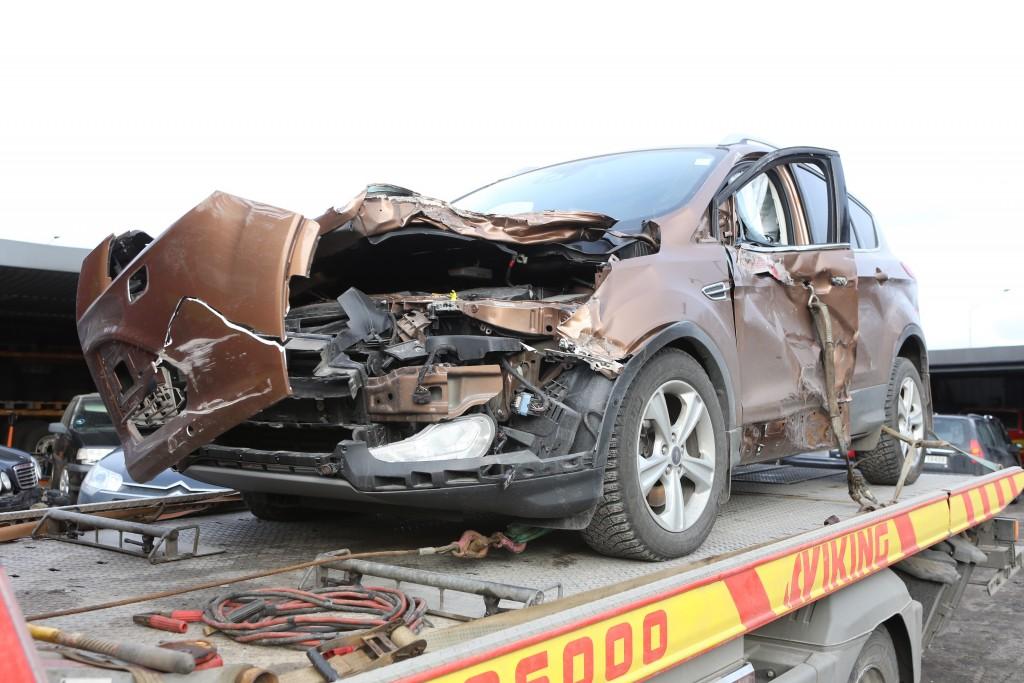 Bilen ble totalskadet etter sammenstøtet med lastebilen